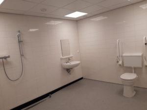 Toilet van de nieuwe badkamer